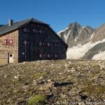Oberwalderhütte (2973 m) und Großglockner (3798 m)