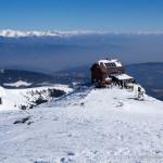 Zirbitzkogel-Schutzhaus (2376 m), aufgenommen vom Gipfel (2396 m)