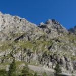 Am Anfang der Tour müssen steile Graswände überwunden werden