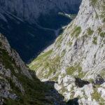 Rote Markierungen, wie hier im unteren Bildbereich, sind nur sporadisch vorhanden. Alpiner Spürsinn ist gefragt!