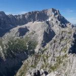 Die Zugspitze (2962 m, rechts im Bild), gesehen vom Gipfel des Großen Waxenstein (2277 m)