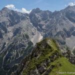 Links im Bild befindet sich der Gipfel der Alpspitze (2628 m)