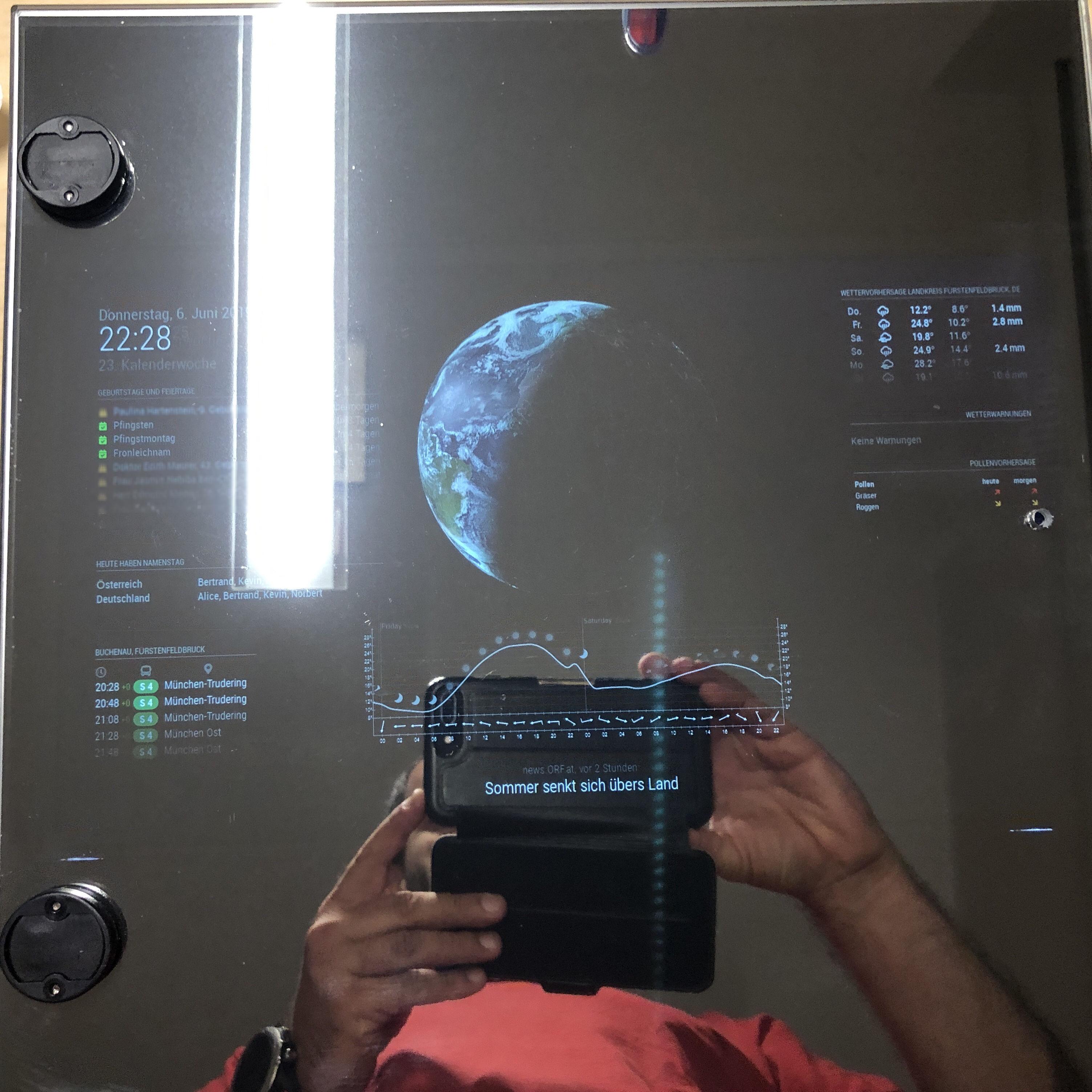 Erster Displays-Test mit Vitrinentür und Spiegelfolie